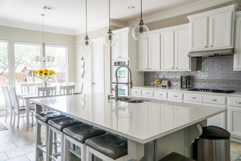 Jakie oświetlenie sprawdzi się w kuchni?
